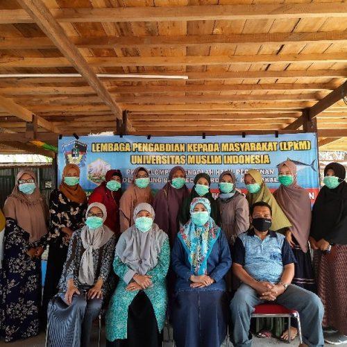 Andi Asni, Dosen FPIK UMI Beri Pelatihan Pengolahan Ikan Teknik Pembuatan Sambosa Ikan